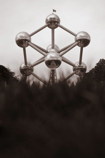 Atomium Ant's View Atomium Atomium Ant's Vi Atomium Brusse Atomium Bruxelle Brussels Capitals  Famous Building Man Made Object Monochrome Monochrome _ Collection Monochrome Atomium Monochrome Brussels MonochromePhotography No People Outdoors Park Toy In The Sand Travel Destinations Monochrome Photograhy Miles Away
