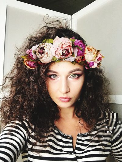 Make Up ❤ Flower One Person Real People Young Adult Beautiful Woman Front View Looking At Camera Portrait Young Women