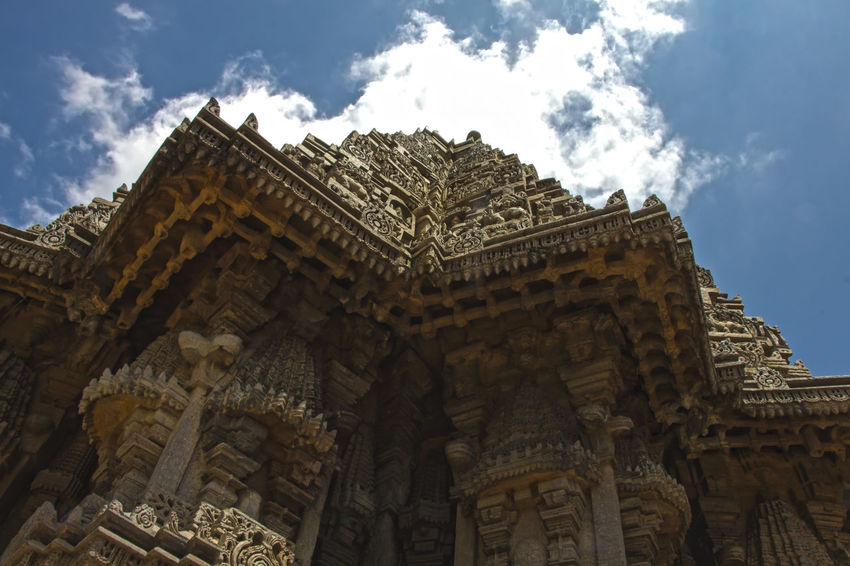 Touch the sky This is one of the towers - Vimanas as they call it - of the beautiful Chennakesava Temple located at Somanathapura considered to be one of the finest examples of Hoysala architecture. Architectural Feature Architecture Built Structure EyeEm EyeEm Best Shots EyeEm Gallery EyeEmBestPics F/∞ Famous Place Outdoors Place Of Worship Religion Sohillaad SohilLaadPhotography Temple Temple - Building Temple Architecture