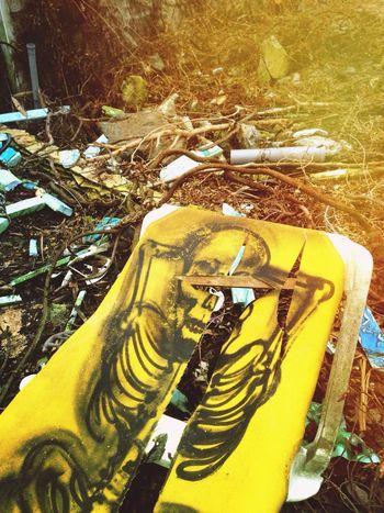 Abandoned Skeleton Yellow Apokalypse Sunchair