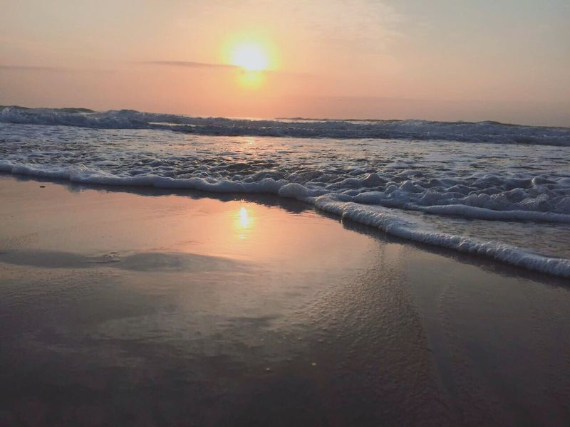 A drop in the ocean a change in the weather .. Ocean View Small Waves Salt Water Ocean Water Hanging Out Hello World Taking Photos Enjoying Life Wonderlust Life Colours Waterscape Sunset Outdoor Photography Freedom Little Things That Make You Happy Sand Beautiful Day Sunlight Water Reflections