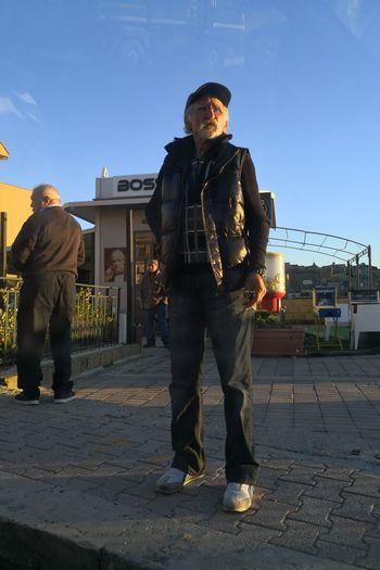 Man Uomo D'altri Tempi Uomo A Riposo City Full Length Standing Arts Culture And Entertainment Sky