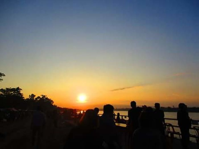 The sun. Sky Sunset Silhouette People Picture Frame Photography Themes Photoart Backgrounds Nature City Photographing Day Photograph Architecture Travel Destinations Thailand🇹🇭
