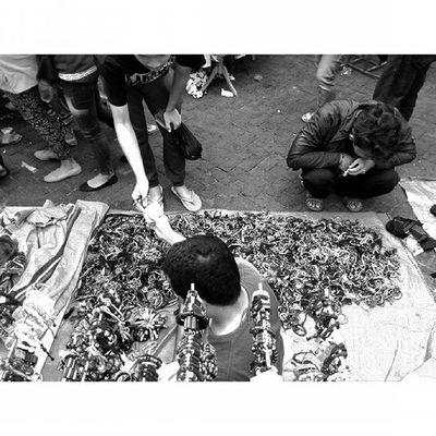 Transaksi Ekspresi dalam Ceritapagi Pasar Sunmor UGM Yogyakarta INDONESIA Indah Thebeautyofindonesia Trip to Jogja Istimewa Lenovotography Blackandwhite Pocketphotography Photostory Lzybstrd Journey