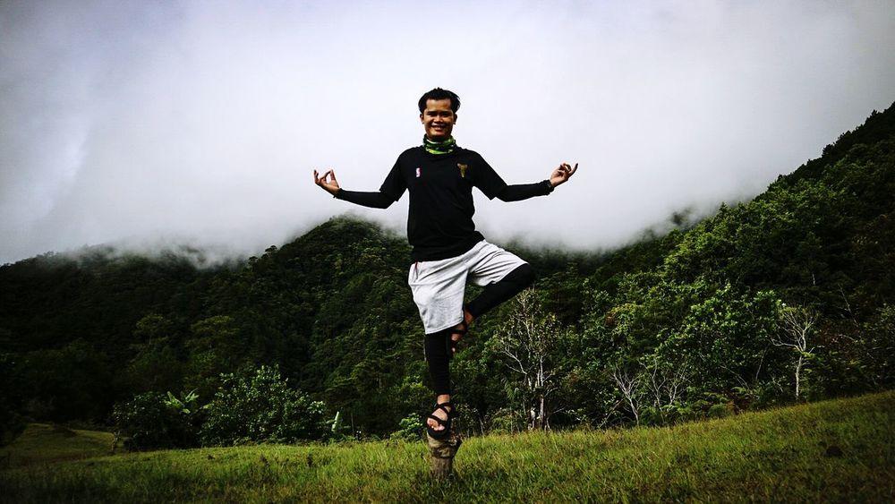 Hikingadventures One Man Only Outdoors Hiking Adventures Solotraveler Phmountains Buddhapost Buddha MtUgoTrav