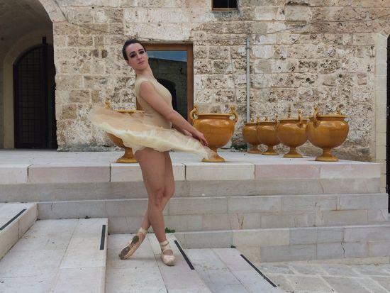 Angela . Set per la sinfonia della bellezza grottaglie castello episcop o Street Art Streetphotography Bellezza Www.lasinfoniadellabellezza.it Ballerine Ballet Dance ipadart
