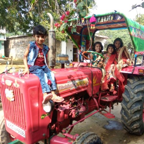 Festival photos Mahindra 575 DI Children
