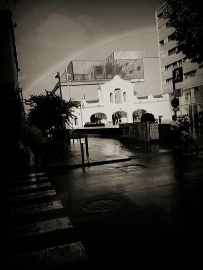 Arcoiris Black And White Cityscapes Cytywordwide Monochrome Blackandwhite Photography Blackandwhitephotography Lluvia Hello World Samsungphotography