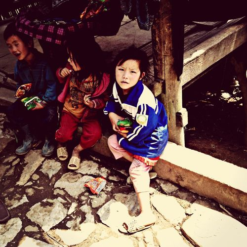 Hmong kids, waiting for candies from tourists.