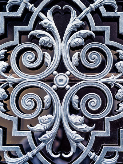 Pattern Eisen Door Old Metal Full Frame Backgrounds No People Architecture Close-up Safety Design Built Structure Creativity Security Art And Craft Gate Building Exterior Wrought Iron Building Ornate Shape Iron - Metal Complexity Silver Colored