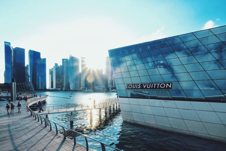 Marina Bay Sands sunset... ExploreSingapore Singapore Justgoshoot Urban Light And Shadow Street Architecture Golden Hour Sunset Silhouettes Sunset Urbanandstreet