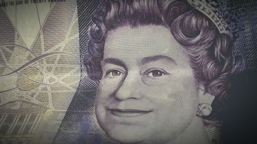 Spend Queen Banknote Bank Of England Money Note £20 20 Quid Desperate Dan Big Chin queeny has a big chin...wonder if she's related to desperate dan