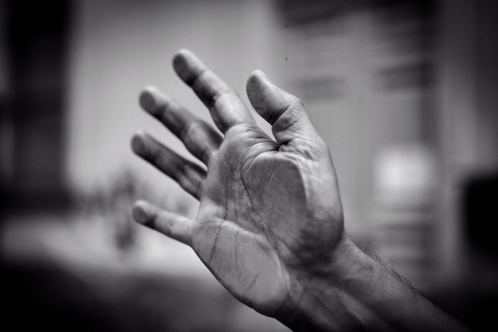 """""""Trova qualcuno che tremi per il tuo tocco,qualcuno le cui dita sono una poesia…"""" (J. Fitch) Person Human Finger Part Of Togetherness Portrait Hands Mllml Eye4photography  EyeEmBestPics EyeEm Gallery EyeEm Getting Inspired Getting Creative Blackandwhite Black And White Bw_collection Canon Street Photography Streetphotography Streetphoto_bw Playing With Thoughts Altro, Oltre Sognidacucire EyeEm Best Shots Withyou TCPM Place Of Heart Inner Power"""