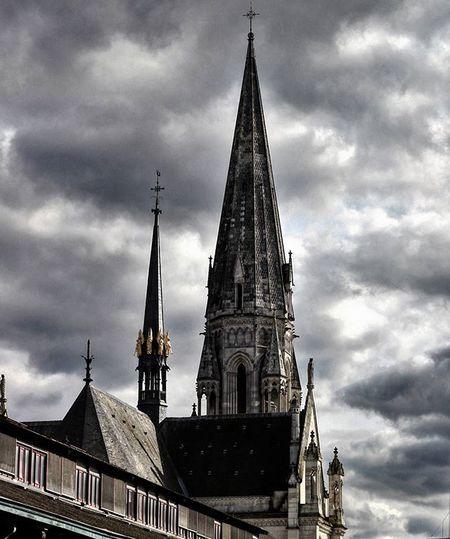 Un Clocher dans les Nuages Church églises Eglisestnicolas Clocher Clochersdefrance Nuages Cloud Cloudporn Nantes Igersnantes