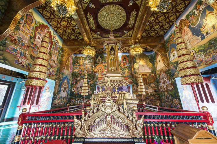 Religion Belief Spirituality Place Of Worship Built Structure Architecture Building Art And Craft Sculpture Human Representation No People Representation Statue Male Likeness Low Angle View Gold Colored Indoors  Travel Destinations Ornate Altar Architectural Column Mural Carving