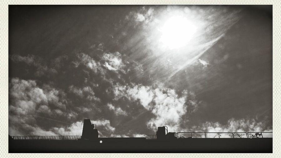 Dancing with a sunny sky... Taking Photos sunset #sun #clouds #skylovers #sky #natu The Illusionist - 2014 EyeEm Awards The Explorer - 2014 EyeEm Awards photography landscape