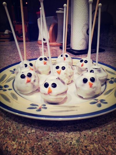 made snowmen cake pops! (: #WifeMeUp
