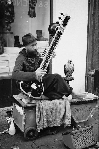 Contax167mt CarlZeiss Carl Zeiss Planar T* 1.7/50mm Streetphotography Street Photography Musical Instrument Arts Culture And Entertainment Performance Musician Skill  One Man Only Birds Of EyeEm  Music Playing Sitar Sitar Player Busking Street Performer Street Portrait Bird Of Prey