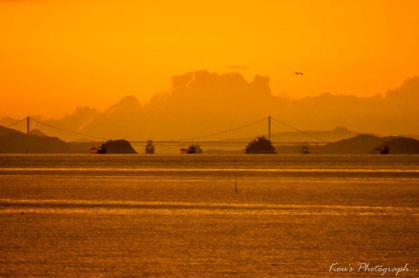 オレンジの世界…その2 空 朝焼け 海 Okayama 瀬戸大橋