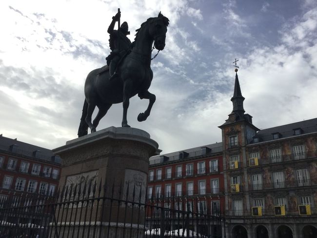 Second Acts Madrid Madrid Spain Cityscape City Street Tranquility Illuminated Fuente History Tourism Travel Fachadas De Madrid Vacations Street Statue