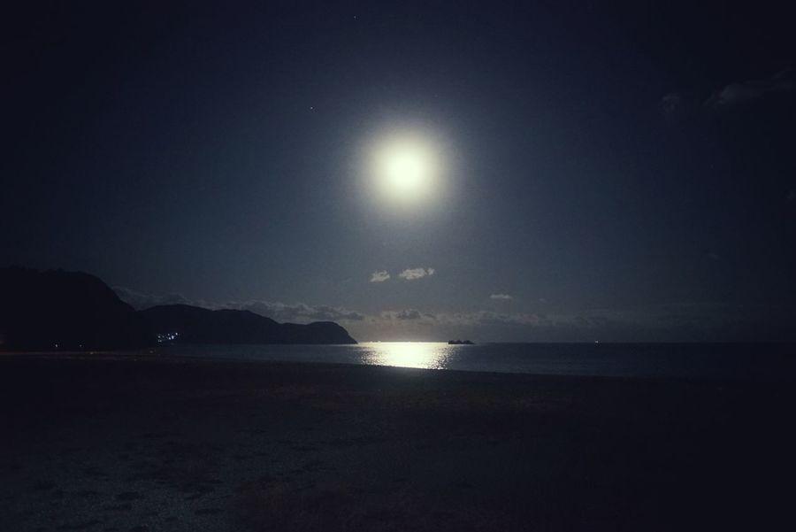 熊野の夜の海。水平線から昇る月が見たかったけど残念ながら見逃してしまった… Night Sky And Sea Beach Night Lights Reflection Night Photography Horizontal Night Sky Night Sea Kumano Japan Sea Water Outdoors Scenics No People Moon