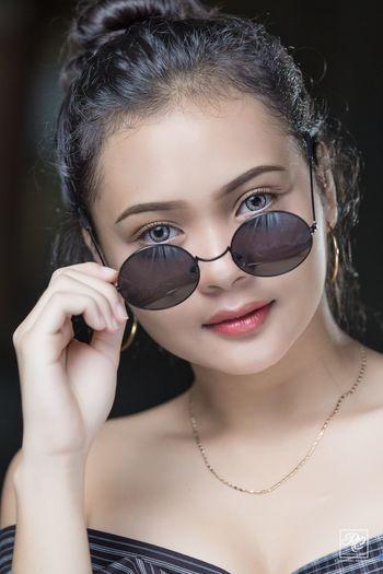 #beautyshot #beauty #shades #portrait #beautifulgirl Beautiful Woman One Person Front View Portrait Real People Headshot Young Adult Fashion Close-up Make-up Young Women