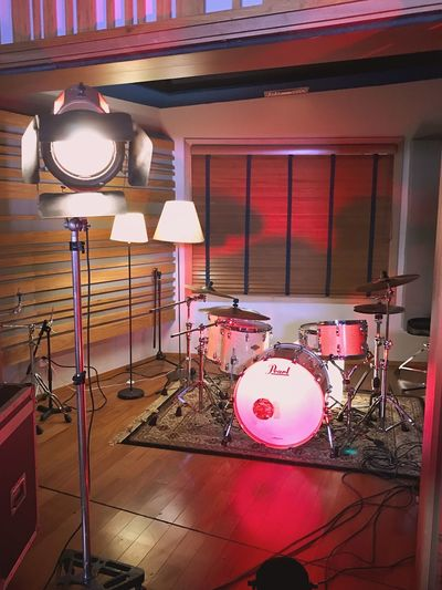Studio drums Hard Case Fresnel Light Fresnel Red Pearl Drums Music Indoors  Musical Instrument Arts Culture And Entertainment No People Drum - Percussion Instrument Drum Kit Illuminated Recording Studio Technology Electric Guitar