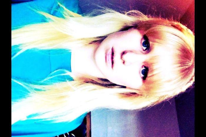 Blonde Girl Self Portrait Selfie ✌ Blue Eyes