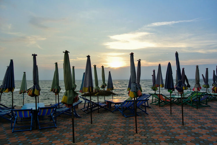 Beach chairs and umbrellas on the beach Bric Block Lent Beach Close Evening Beach View Life Is A Beach Lifestyles Sunset Blue Sky Thailand Traveling Bangsaen, Chonburi Sunset Beach Chairs Outdoor Chair Beach Umbrella Sunshade Hooded Beach Chair Umbrella Coast