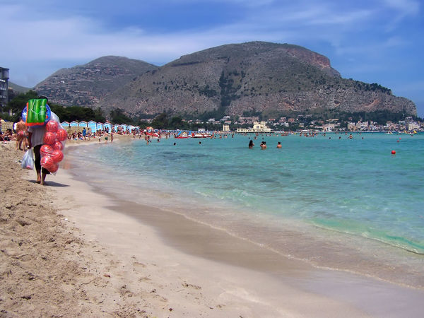 Seller beach at Mondello- Palermo- Sicily- Italy Palermo Palermo, Italy Palermo❤️ Beach Beauty In Nature Day Leisure Activity Lifestyles Men Mondello Mondello Beach Mondellobeach Mondello❤ Mountain Mountain Range Nature Outdoors People Real People Sand Scenics Sea Sky Vacations Water