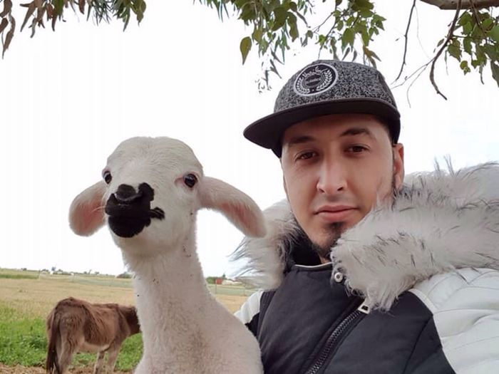 Beauty In Nature Kindness To Animals Kindness Beautiful Selfies Beautiful Selfie Beauty Selfie Sheep Photography Beauty In Nature Friendship Sheeps Head Sheep Farm Sheep Donestic Mammal Portrait Domestic Animals Pets Domestic One Person One Animal Headshot Vertebrate EyeEmNewHere EyeEmNewHere