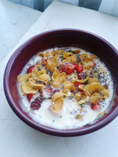 Mealtime Morning Fitnesslifestyle  Yogurt♡♡♡♡♡ Cereal Chia Frutilla