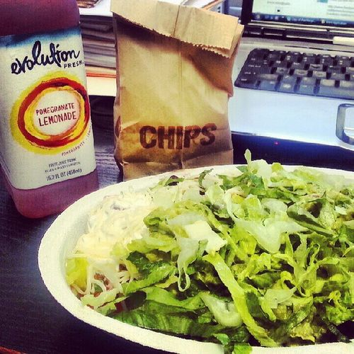 Late lunch! Hate crazy Fridays ugh.. Yummy!!! ChipsAndSalsa Chipotle PomegranateLemonade