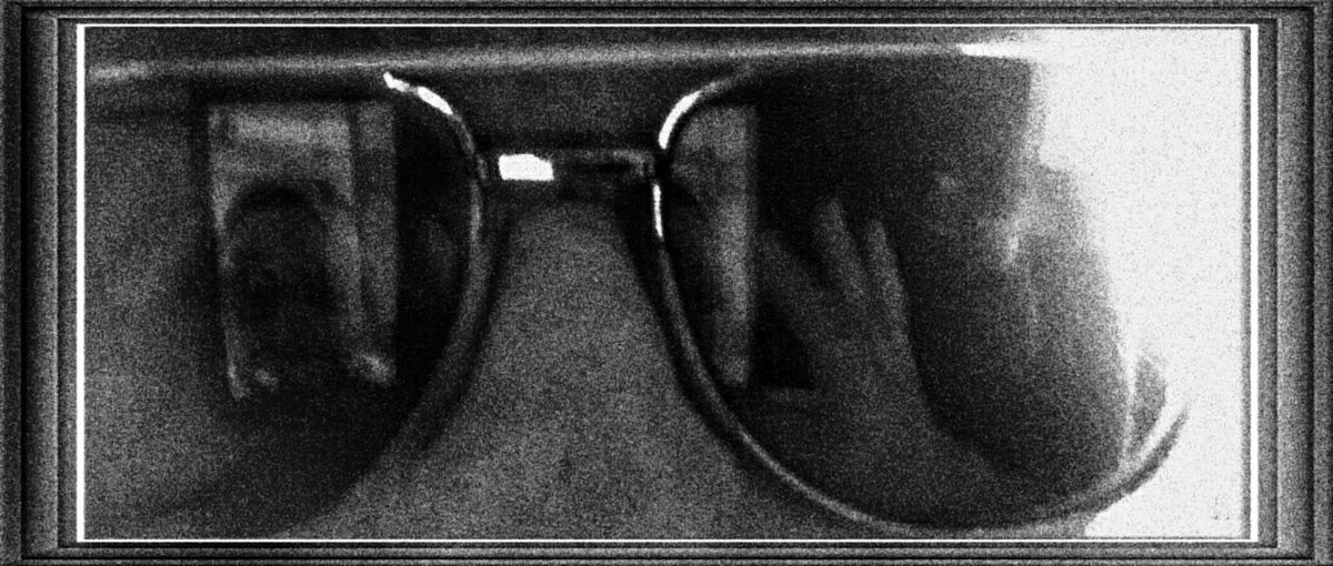 Selfie with my phone with the twist of reflection Taking Photos Enjoying Life Selfie ✌ Reflection Faces Of EyeEm Glasses And My Reflection