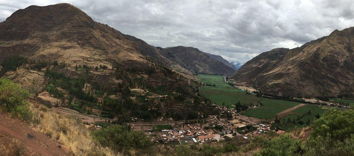 El valle sagrado de los Incas - Sacred Valley of the Incas near Pisac Traveling Peru International Landmark Landscape Valley Inca Panorama