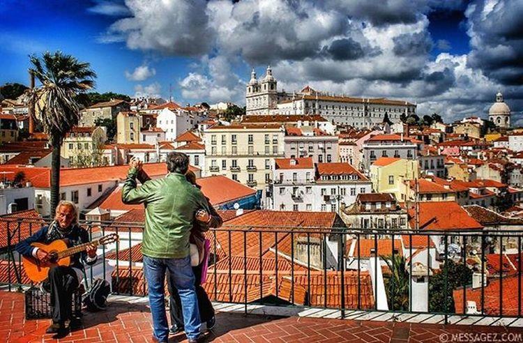 Lisboa menina e moça, menina. Fado Orgulho Origens Lisboameninaemoça Faded Fadedworld Snapseed Snapseedaily Autumndays Portugalcomefeitos Lisbonlovers Lisbon Portugal