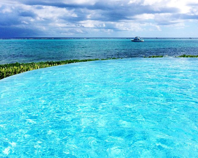 Turquoise By Motorola Infinity Pool Ocean View EyeEm Nature Lover Sea And Sky Water_collection Throw A Curve Grand Cayman