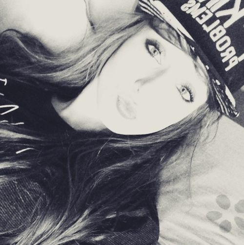 Hello World Helloworld Its Me #me Kiss Rageuse Fuckyeah Peace Girl Girly Life Blackandwhite Black & White Portrait Blackandwhite Photography EyeEm Gallery Sportwear Casquette Sweet Real People Followme