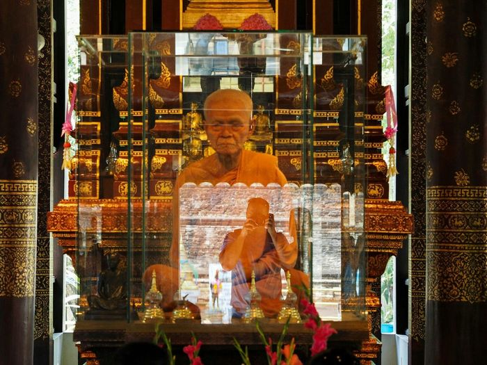 Chiangmai Thailand Selfies Reflection Temple Monk