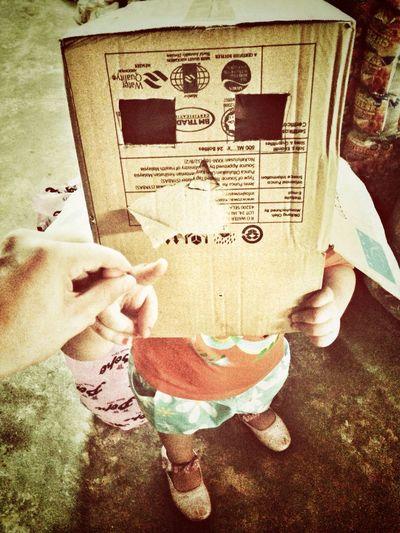 Kid + simple toy