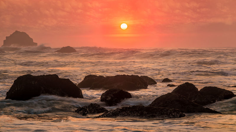 Sunset over a very angry Pacific ocean. Sunlight Sunset Silhouettes Sunset_collection Astronomy Beach Beauty In Nature Dawn Dramatic Sky Horizon Over Water Landscape Moon Nature No People Outdoors Rock - Object Scenics Sea Sky Sun Sunset Sunshine Tranquil Scene Travel Destinations Water Wave