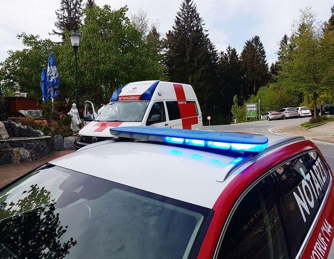 Ambulance Notruf Rettungseinsatz No People Notarzteinsatzfahrzeug Nef 144 Rotes Kreuz Red Cross Notarzt Notfall Unfall Rettung Blaulicht