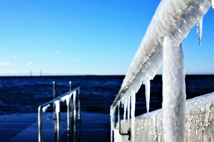 Ice Icecold ıce Frozen Frozen Water Frozen Photography Blue Water Metallic Metall Silvercolor Outdoors Seasonal Photography Bythewater Hydroelectric Power No People Ice Hanging Built Structure Sea Water Icedrops Iced Close-up Day
