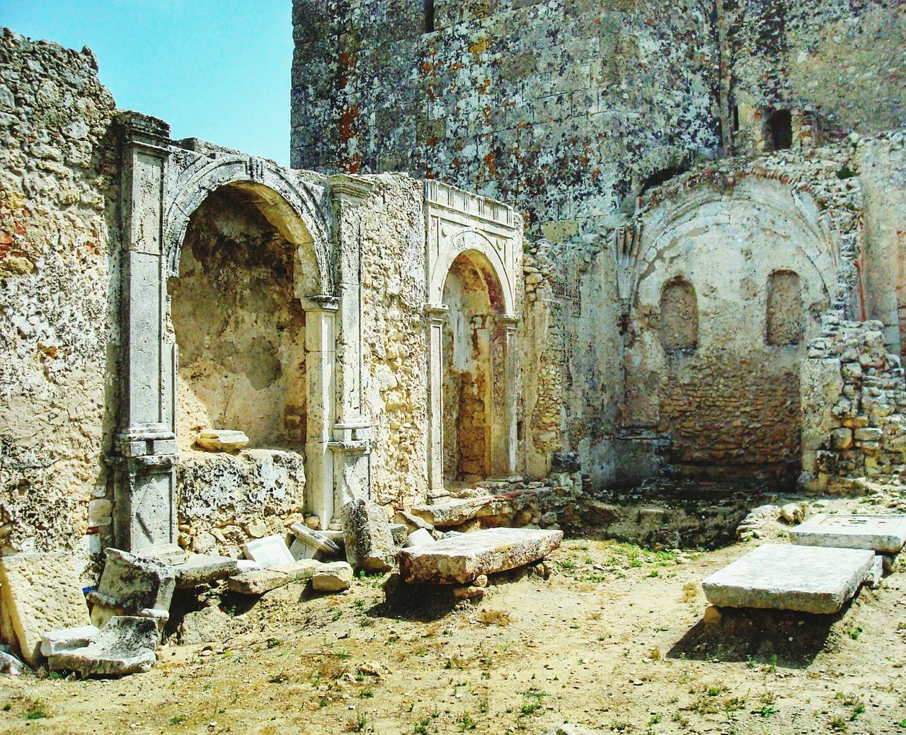 history, architecture, old ruin, built structure, religion, day, arch, place of worship, spirituality, no people, travel destinations, tourism, outdoors, building exterior, ancient civilization, clear sky