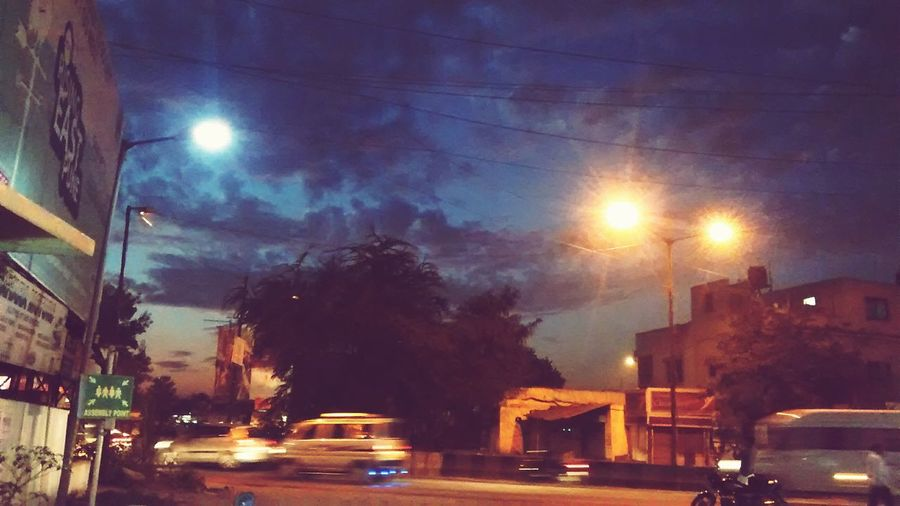 There is a continuous flow of time and energy. Turiya Evening Citylights Eye4photography  Eyemphotography India Indianstreets Traffic Purplesky