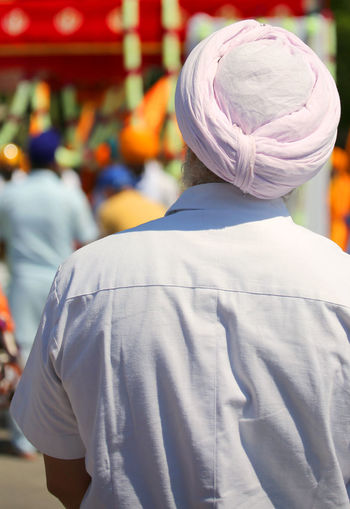old man with white shirt and big pink turban during the religious demonstration Event Fashion Man Sikhi Turbanstyle Adept Clothing Demonstration Manifestation Nagar Nagar Kirtan Outdoors Parade People Religion Religions Religious  Sikh Sikh Man Sikh People Sikhism Sikhlife Sikhs Turban