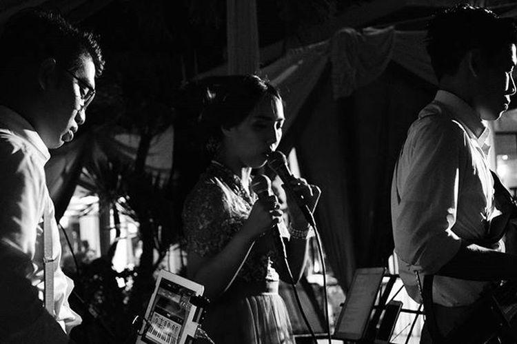 Wedding Gigs The Suitcase 08 November 2015 . For more info / booking : Instagram : @thesuitcase_mo LINE ID : bagjabagja / bhismamoo Call : bagja alghafuri (+62)81-394-412-515 / bhisma moo (+62)81-572-156-668 Rnb Pop Jazz Alternative Thesuitcase_mo Gigs Event Wedding Weddingmusic Weddingentertainment Musicentertainment WeddingOrganizer Weddingbandung Musikbandung Bandung INDONESIA Band Party HappyBirthday Birthdayparty Gathering Company Launching Launchingparty Promo promnite cafe majahouse vanillakitchen