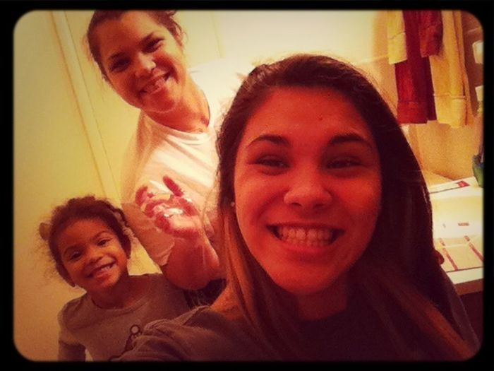QT with mommy & sissy. Gonna miss them dearly! Playing hairdresser aha