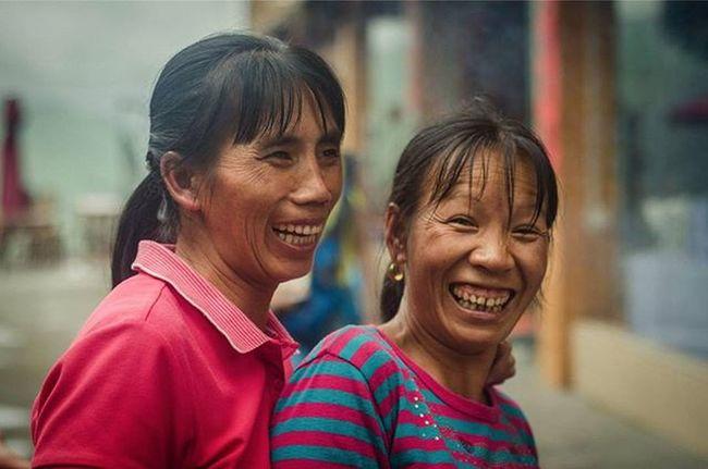 Throwback. Faces of Guilin,China. Happiness Traveler Fotorewang Photographysouls Photo Rarecation Guilin China Humaninterest Humaninterestphotography Siblings Wpo Hipaae Morning Smile Happiness Natgeotravel