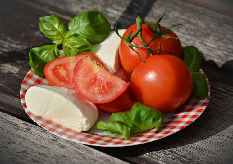 Basil Close-up Food Food And Drink Freshness Fruit Healthy Eating Herb Indoors  Leaf No People Plant Part Plate Red Still Life Table Tomato Vegetable Wellbeing Wood - Material
